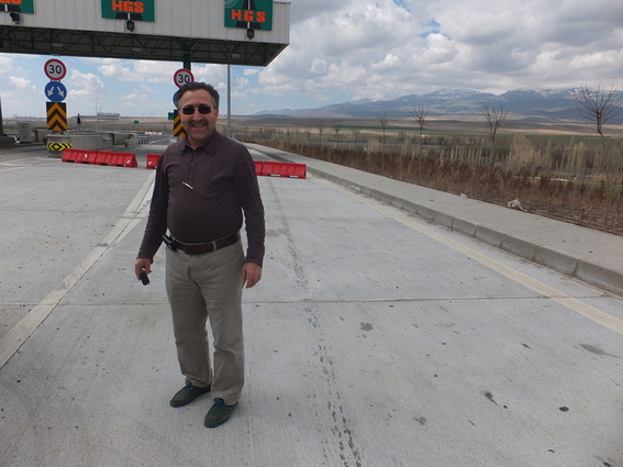 A little futher outside Derinkuyu to highway toll near Nigde (36km/22mi)