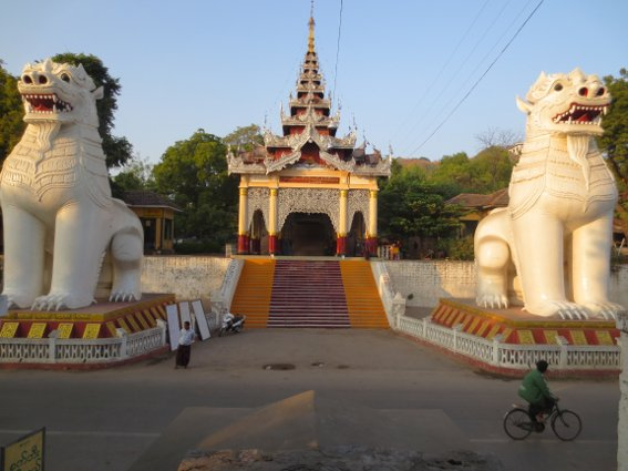 The entrance to Mandalay Hill